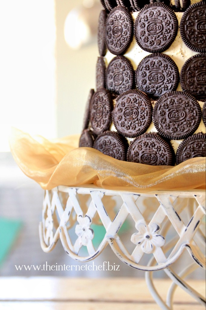 Meet The Oreo Cookie Amp Toblerone Wedding Cake The