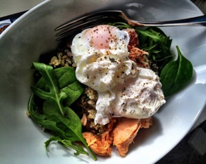 protein breakfast poached eggs quinoa tuna arugula rocket salad
